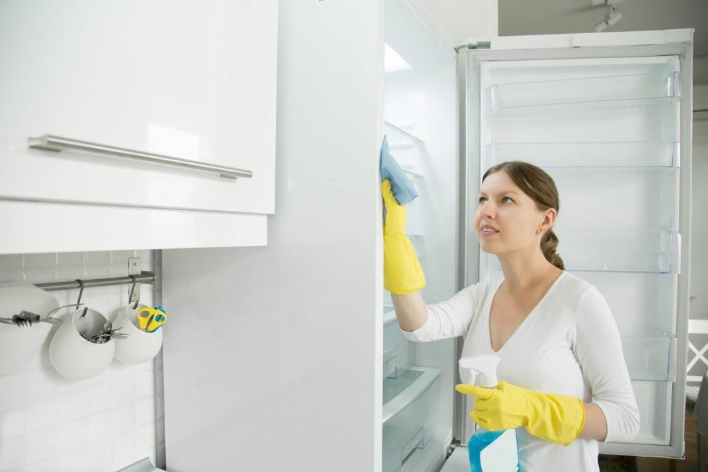 Jak i czym myć lodówkę? Poradnik